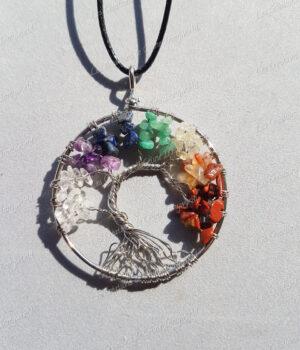 Pendentif Arbre de vie argenté 7 chakras en Jaspe rouge, Cornaline, Citrine, Aventurine verte, Lapis-lazuli, Améthyste et Cristal de roche